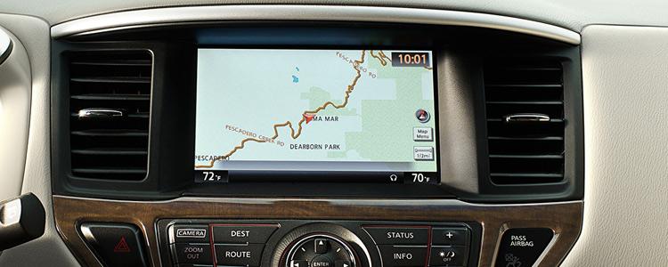 2016-nissan-pathfinder-interior-technology-hamilton-on